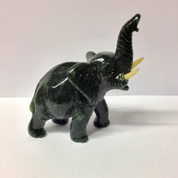 Elefant aus Edelserpentin