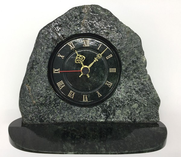 Uhr aus Edelserpentin