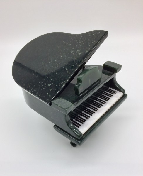 Klavier aus Edelserpentin