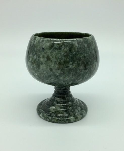 Römerbecher aus Edelserpentin