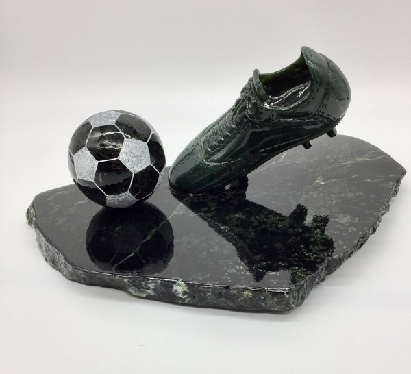 Fußballschuh aus Edelserpentin