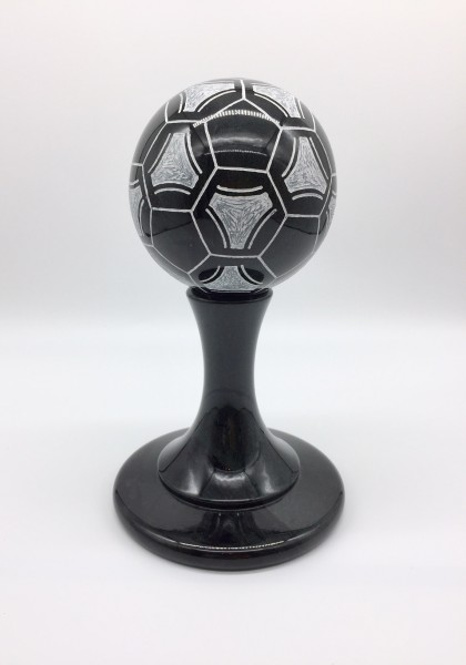Fußball aus Edelserpentin