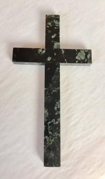 Kreuz aus Edelserpentin